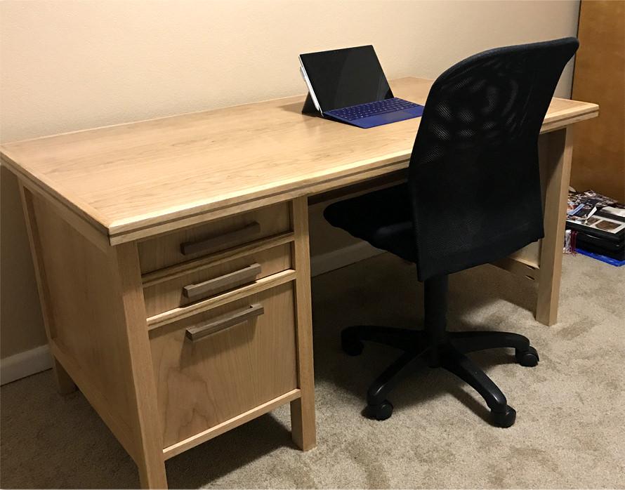 member_CEO_Desk_3-@2x